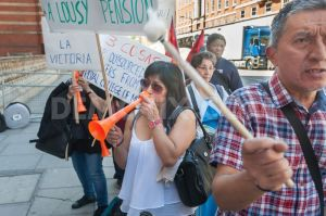 1436590837-protest-for-sick-pay-holidays-amp-pensions-at-royal-college-of-music-_8078466